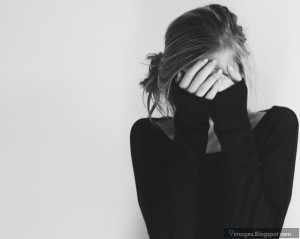 sad-girl-crying-alone-black-and-white-i3