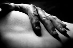 hand-touching-skin