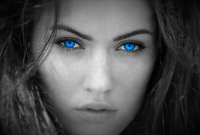 blue-eyed-woman-wallpaper-2